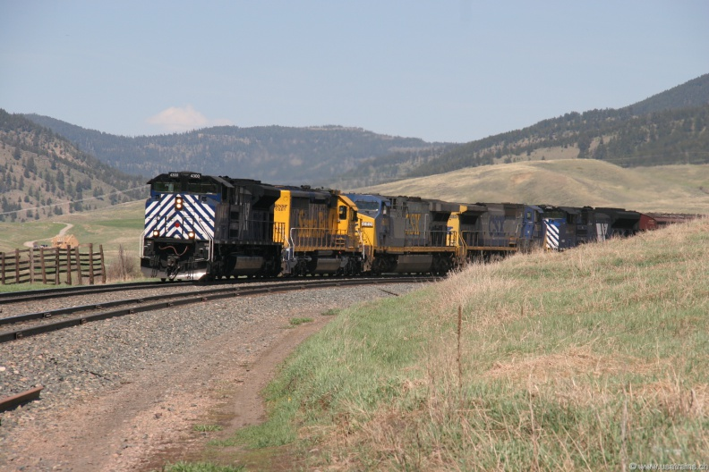 MRL4300-MAY06-WEST END,MT.JPG